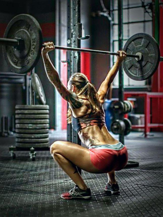 crossfit-girl-hot-overhead-squat-bumper